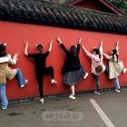 扮个熊猫来爬墙